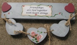 9129B - Friendships are tied together with heart strings