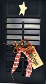 45316L - Wood Shutter Blue with welcome tag, berries and gingham ribbon
