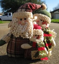 87679SAT-Santa & 2 Snowman Family