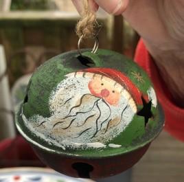 512-79408nb Santa Green Red Hat Bell Metal Christmas Ornament