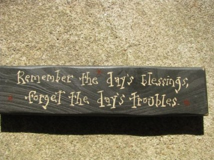 M9905R Remember the day's Blessings, forget the day's troubles Wood Block