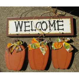 T107- Wood Welcome 3 Pumpkins Hanging Sign